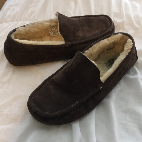 04c314ace3c Men s UGG Ascot Suede Leather Slippers Size 12. M 5b216a0b3e0caafa3ab4cb1d